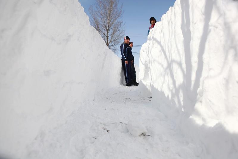 15 milioane de euro matura zapada pe drumurile judetene din Romania. Cum si-a petrecut domnul Mortu codul rosu fara contract de deszapezire: ,,Avem insomnii, suntem dospiti in cafele