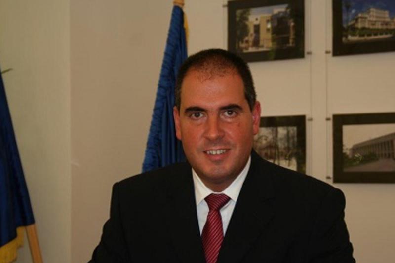 Administratia Iohannis, criticata de fostii consilieri ai lui Basescu: ,,Primii pasi ai schimbarii sunt rezultatul luptei cu perdelele demodate si tavile chelnerilor