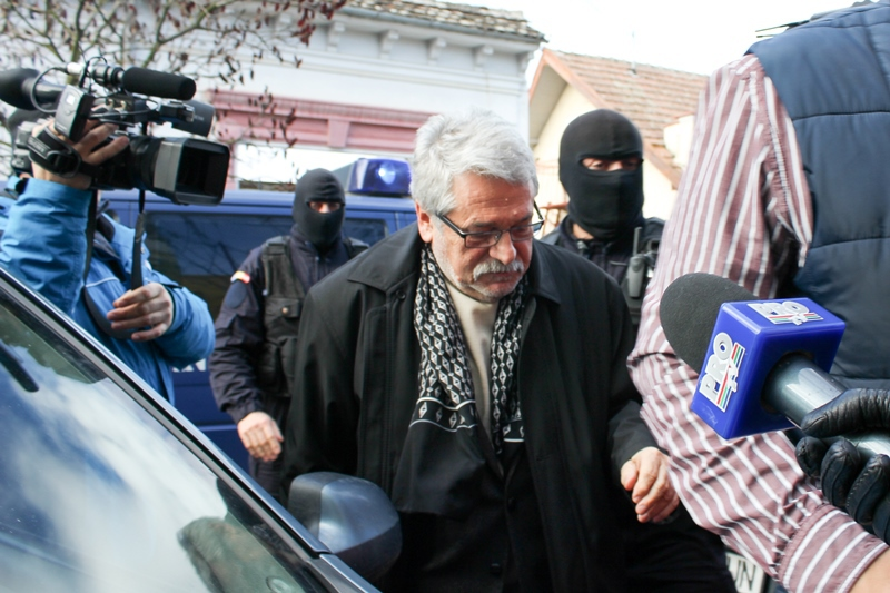 Mircea Molot si celelalte patru persoane cercetate pentru coruptie raman in arest la domiciliu