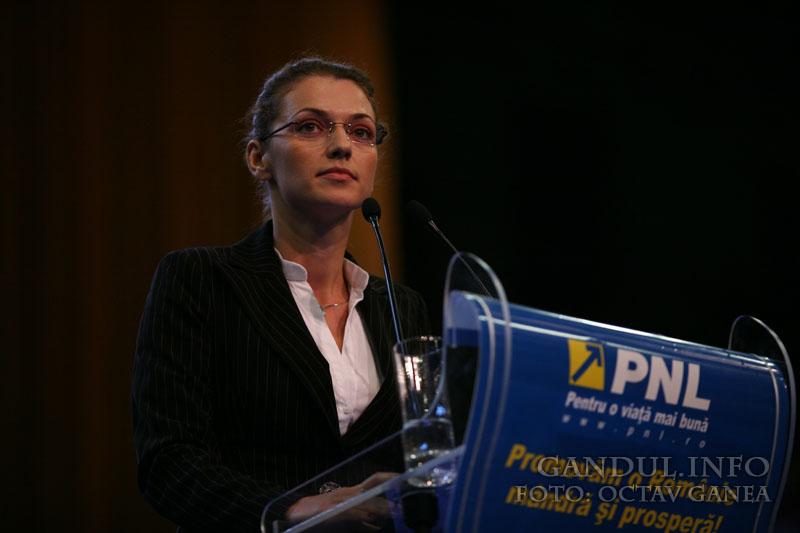 Delegatia PNL pentru consultarile de la Cotroceni: Gorghiu, Boagiu, Predoiu, Atanasiu, Chiliman si Petrache