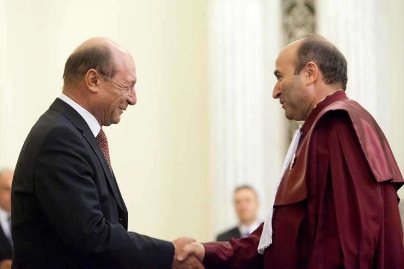 Curtea Constitutionala admite sesizarea lui Traian Basescu privind legea imobilelor preluate abuziv de stat