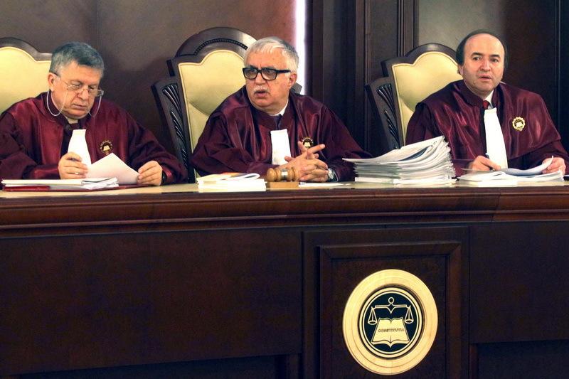 Presedintele CCR Augustin Zegrean acuza presiuni din partea SRI pentru legile Big Brother