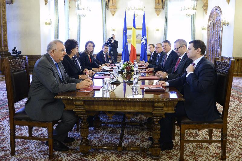 Iohannis a trimis partidelor invitatia oficiala la consultarile pentru legea electorala