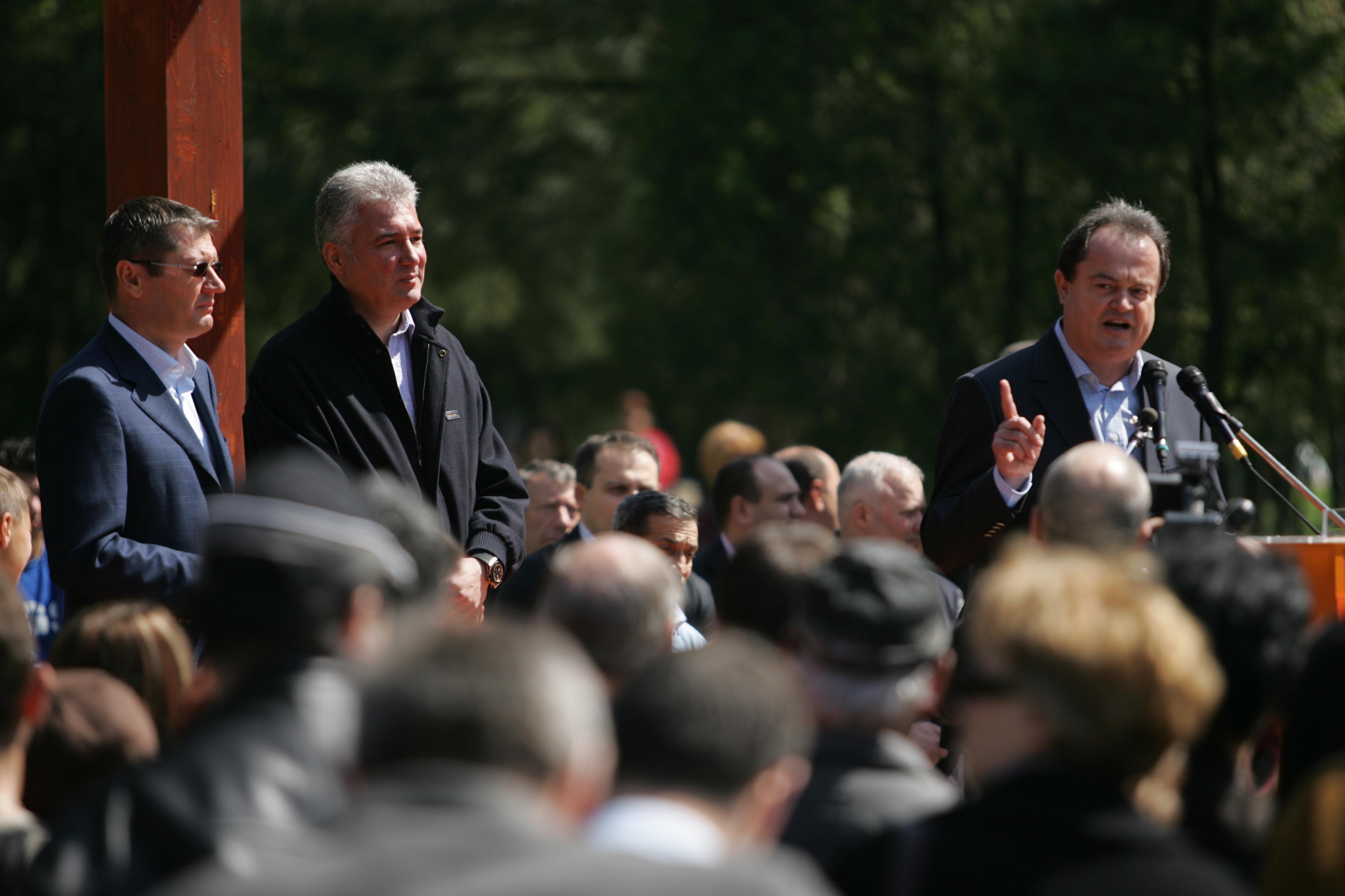 Blaga anunta ca Adriean Videanu si-a dat demisia de la sefia PDL Bucuresti si e suspendat din partid