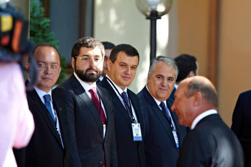 Momente UMILITOARE pentru Elena Udrea cu doua zile inainte sa se decida ARESTAREA ei. Ce poate face Traian Basescu chiar maine
