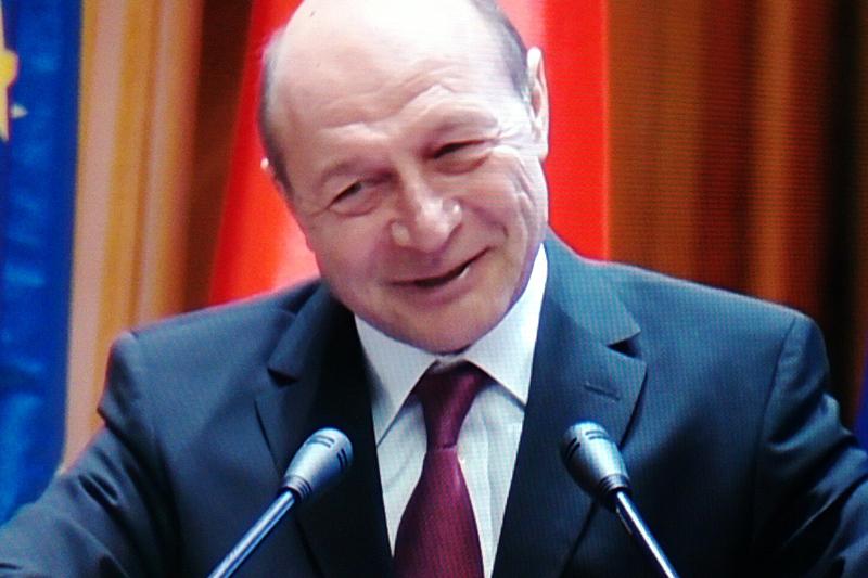 Basescu: Era obligatoriu sa ies public sa-mi apar mandatul. Nu poate fi lasat la mana televiziunilor lui Voiculescu si Ghita
