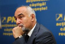 Varujan Vosganian a demisionat din PNL, la o zi după ce senatorii l-au scăpat de urmărirea penală