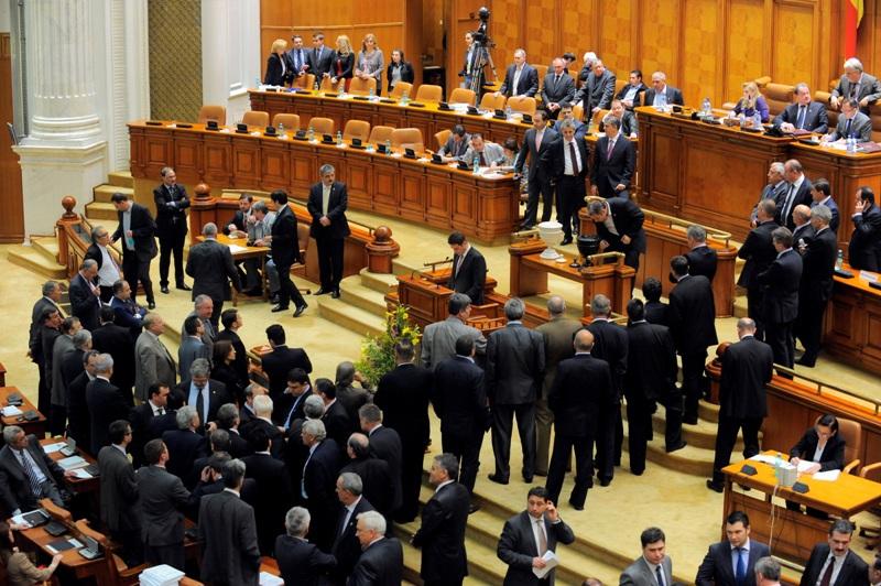 Parlamentarii cu functii in societati, incompatibili doar daca au activitati conform ANAF - proiect