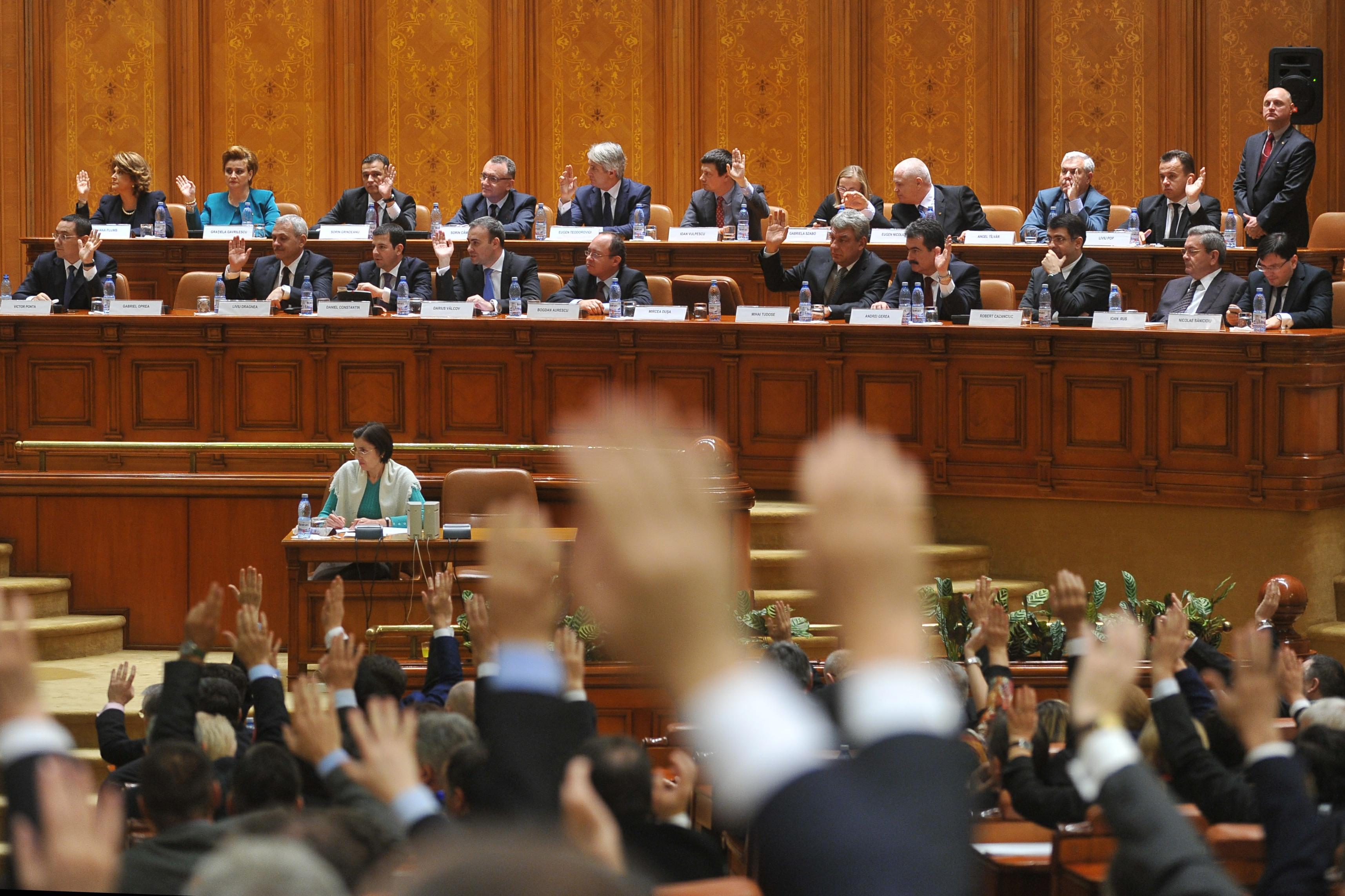 Cine face legile in Romania: 1 din 10 parlamentari este condamnat, urmarit sau trimis in judecata intr-un dosar penal