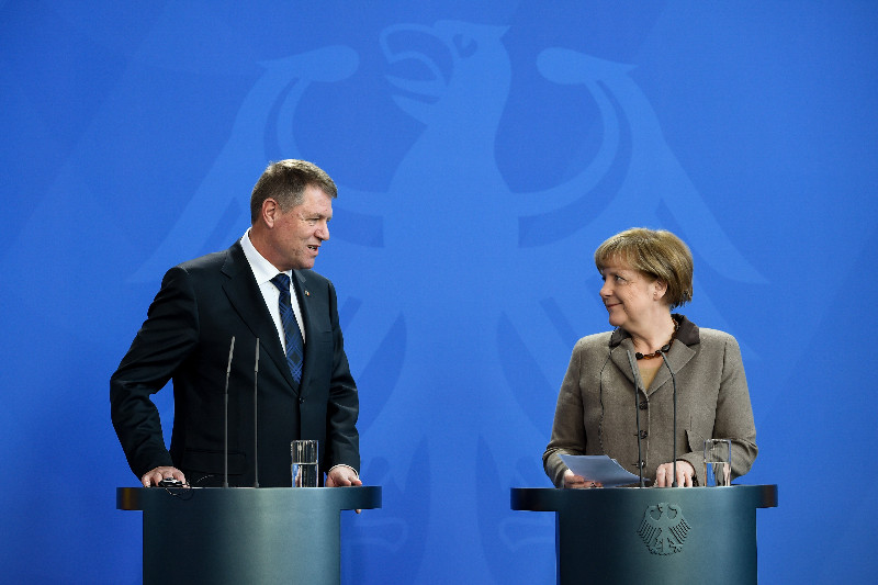 Liderul Forumului Germanilor, dupa ce l-a insotit pe Iohannis la Berlin: Doamna Merkel spune ca Romania si Bulgaria au intrat un pic precoce in UE