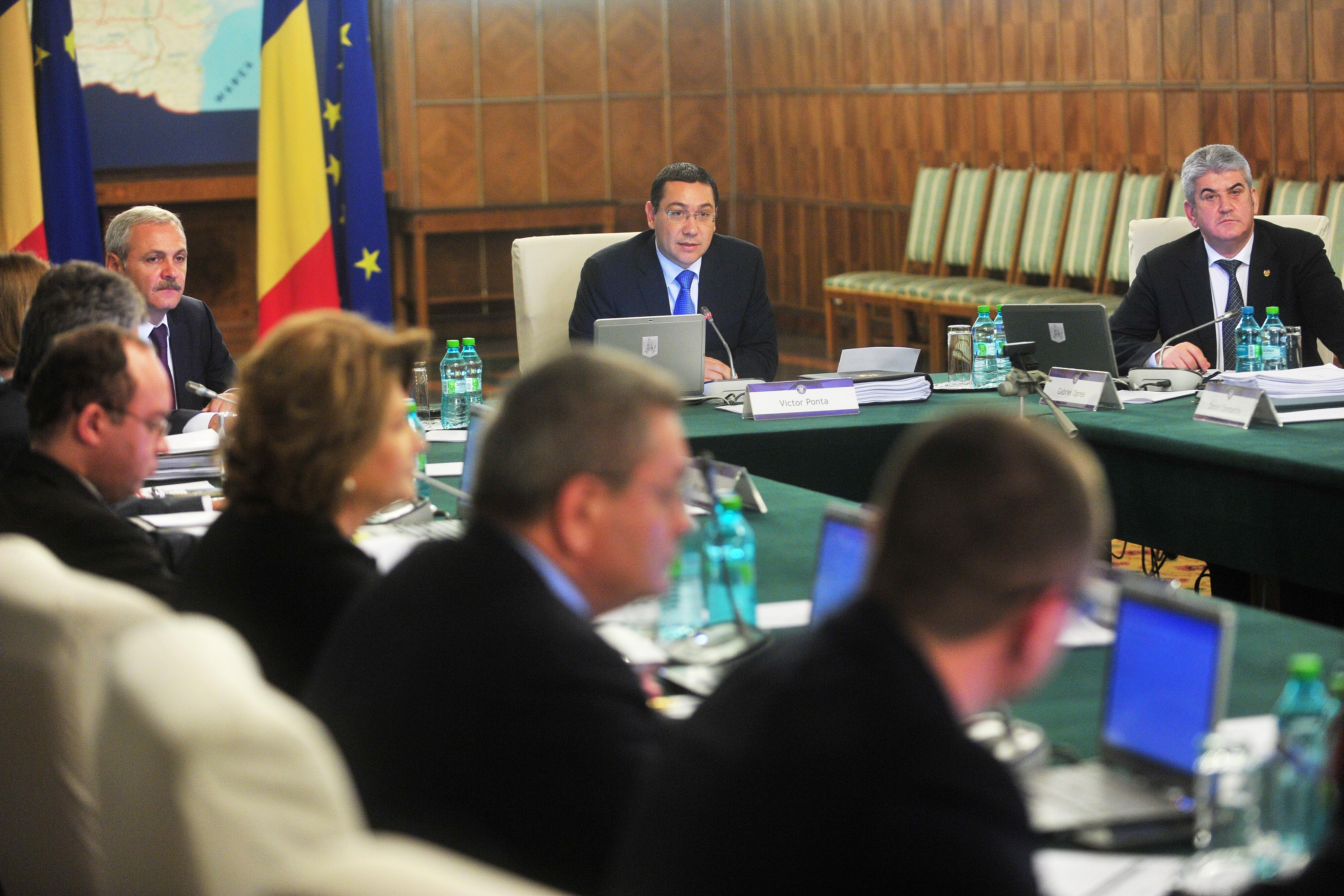 Guvernul ridica prin ordonanta interdictia la cheltuieli de protocol pentru DNA si DIICOT si la carburant pentru CSM
