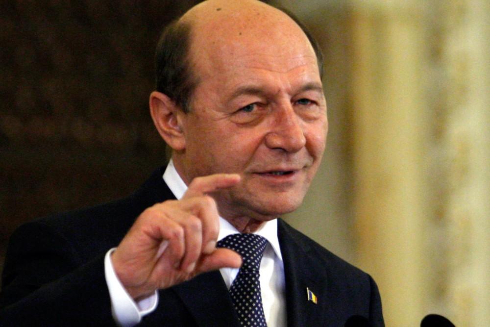 Basescu, pe Facebook: ,,Imi pare rau pentru cele 127 familii din Nana care au sechestru pe terenuri. Suporta consecintele unor actiuni politice indreptate impotriva mea
