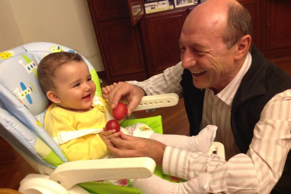 Basescu: E greu sa cresti copii; daca as putea, as dubla indemnizatia pentru mame