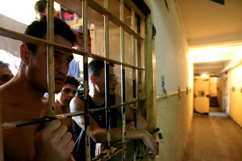 Premierul Victor Ponta, despre investitii in penitenciare: Sa nu se spuna ca Guvernul vrea sa ajute coruptii