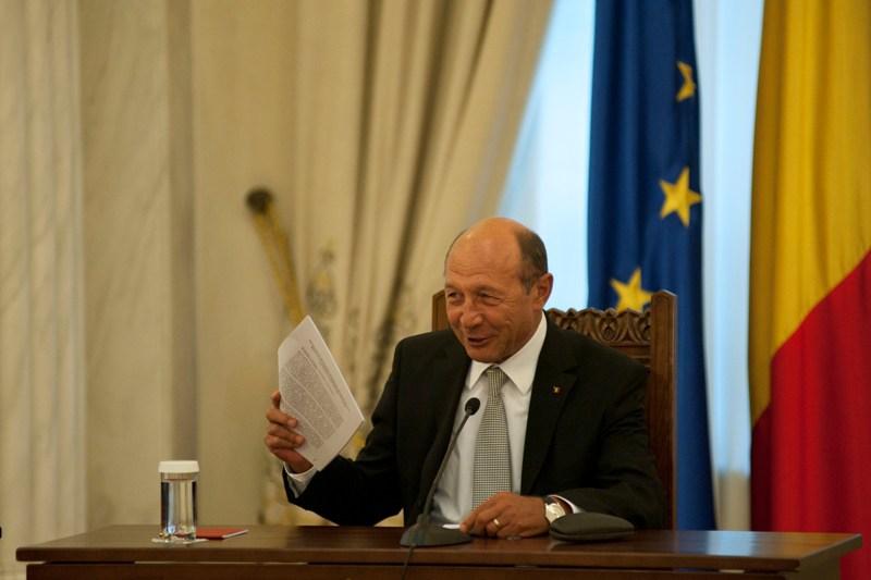 ULTIMA ORA. Traian Basescu declanseaza un CUTREMUR in politica romaneasca. A aparut inca un ,,BILETEL ROZ