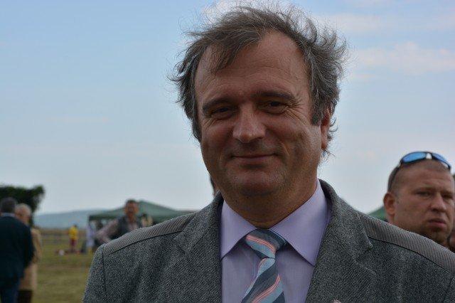 Primarul in exercitiu al municipiului Radauti risca excluderea din PSD pentru ca si-a aparat functia