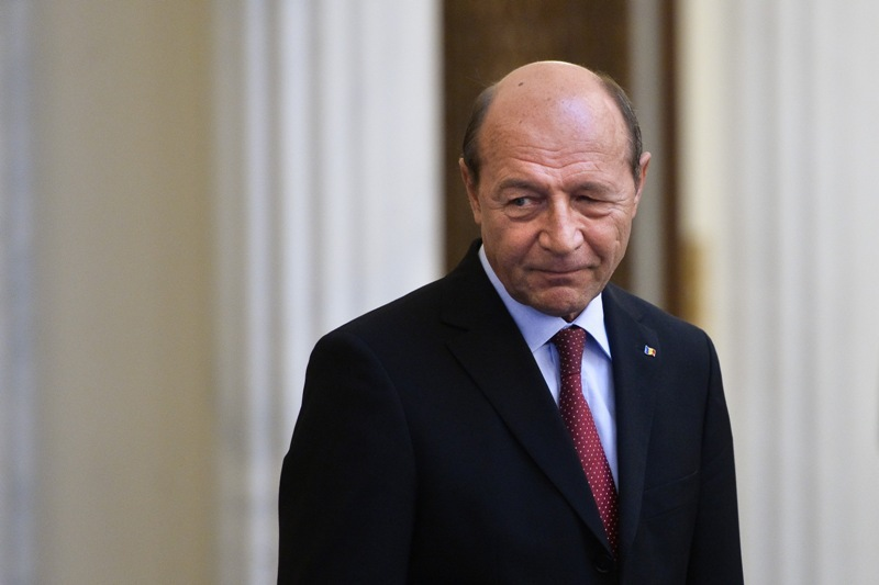 Basescu scrie pe Facebook,