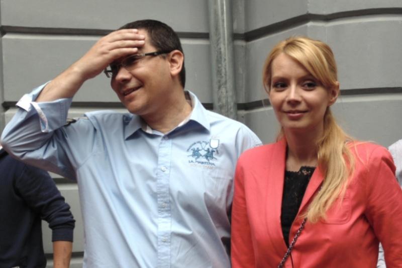 EXPLOZIV! Au fost facute publice imaginile din VACANTA SECRETA a lui Ponta. Cu cine a fost surprins premierul