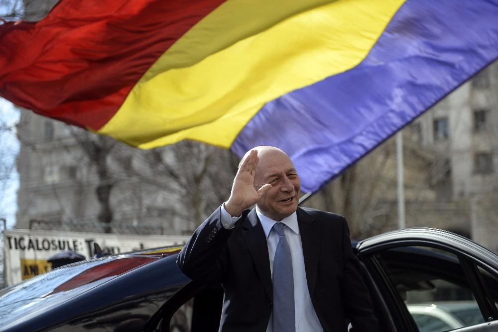 Basescu: Nu-mi place deloc, trei oameni din echipa mea au fost arestati de alti trei, m-as duce acum acasa la Bica sa o vizitez