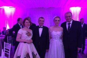 Nunta ANULUI în lumea politică. Omul de bază al lui Iohannis s-a însurat cu o tânără blondă. IMAGINI necenzurate