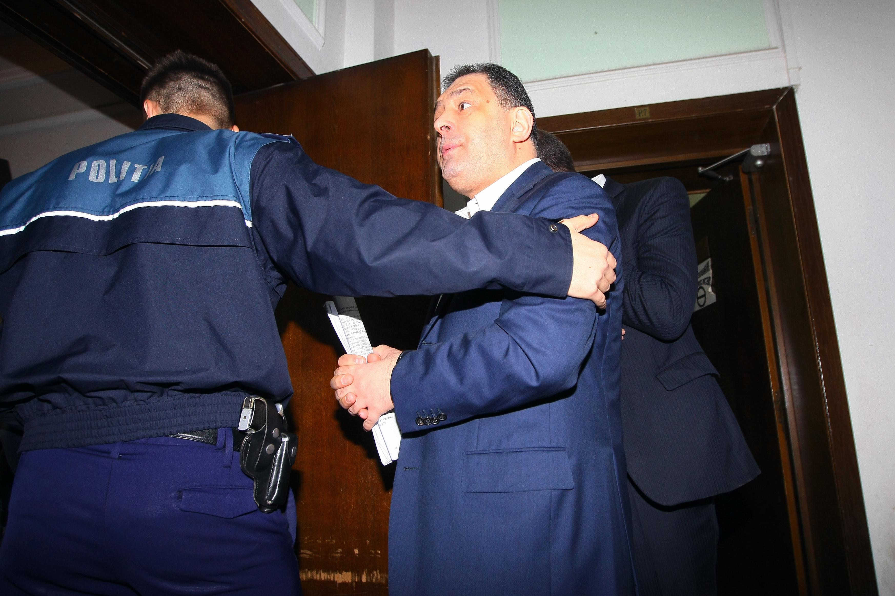Vanghelie ii scrie din inchisoare lui Ponta: Generalul Oprea a ajuns sa santajeze PSD si sa dea lectii de moralitate