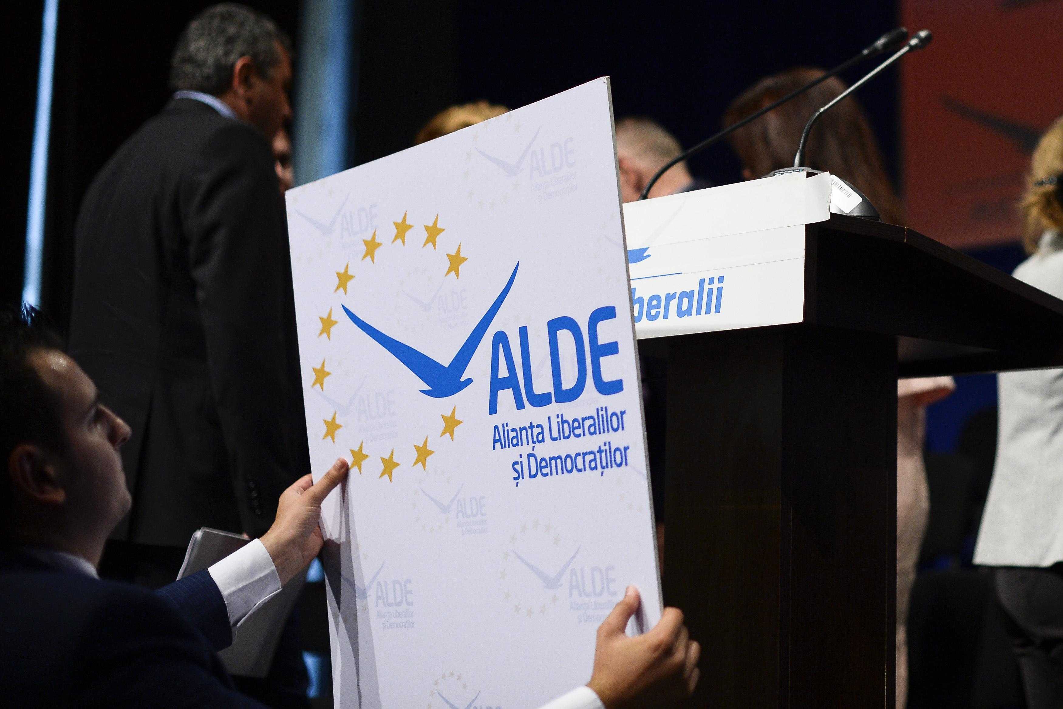 Mica unire a partidului lui Tariceanu cu Partidul Conservator.