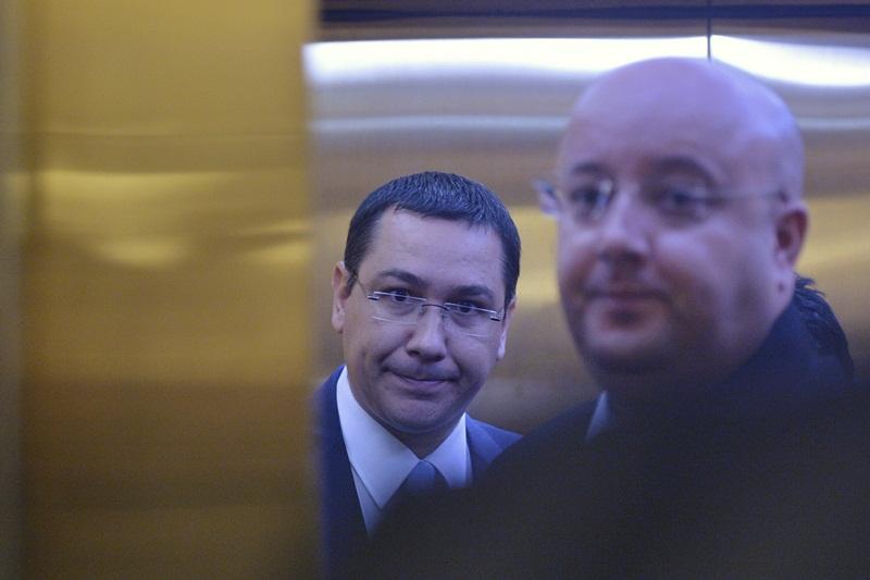 Din Turcia, premierul da un telefon Romaniei. Ponta lasa sa se inteleaga ca nu revine in tara mai devreme de 3 saptamani: ,,Nu vin sa stau in varful patului