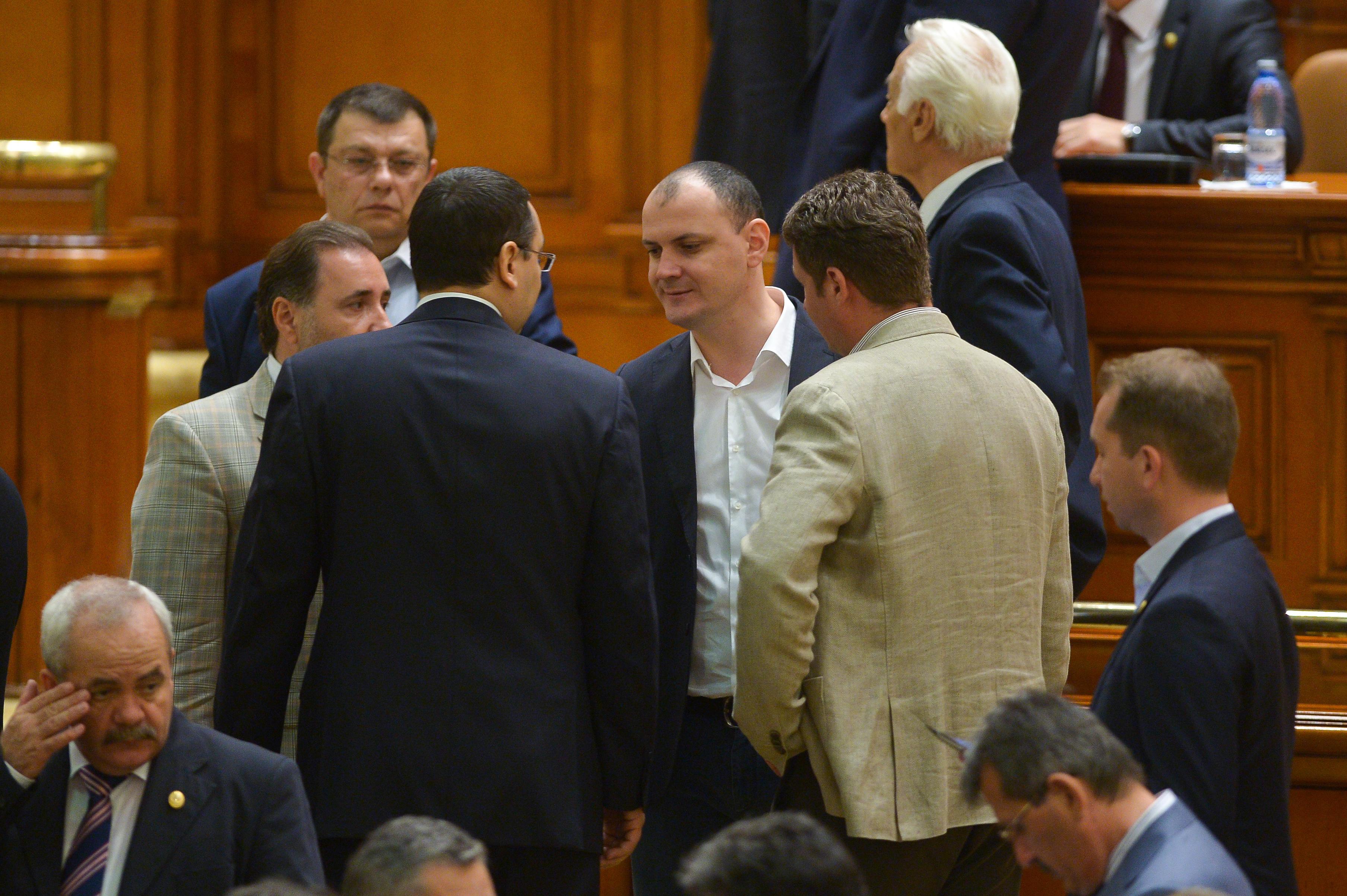 Din Turcia, Victor Ponta reclama, la Romania TV, ,,DICTATURA