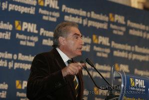 Petre Roman vrea să candideze la Primăria Capitalei. Decizia luată de fostul premier al României