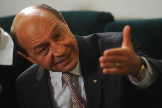 Băsescu, sfaturi pe Facebook pentru rezolvarea crizei din Republica Moldova