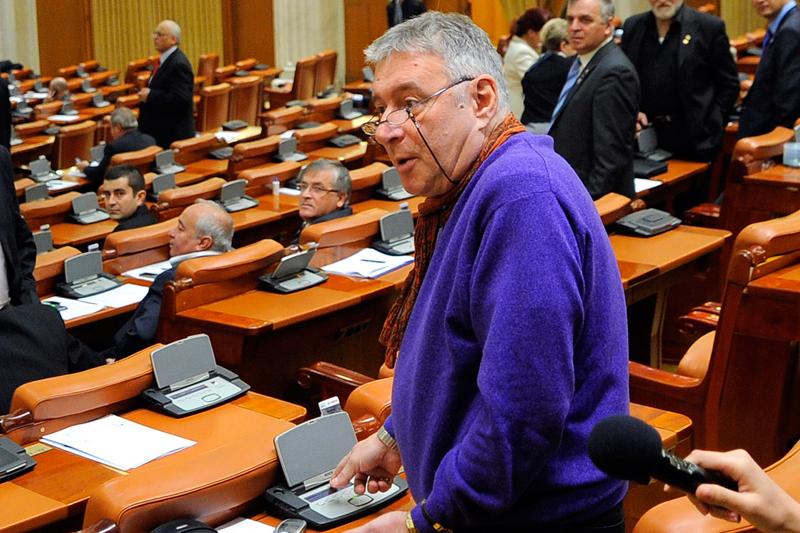 Madalin Voicu nu poate fi retinut sau arestat de procurori. Deputatii i-au mentinut imunitatea