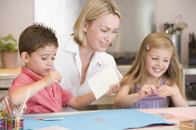 Deputaţii ELIMINĂ plafonul pentru indemnizaţia de creştere a copilului. REACŢIA minstrului Muncii