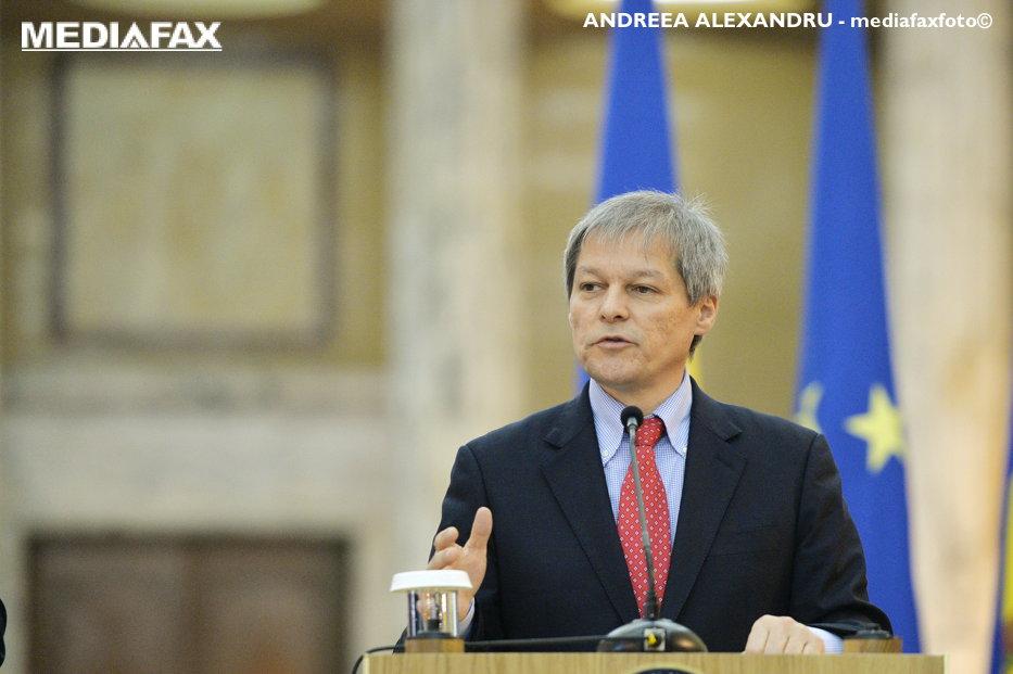 Ordonanţa SURPRIZĂ pregătită de Cioloş pentru bugetari. Cu cât cresc salariile a peste jumătate dintre angajaţii la stat, de la 1 august