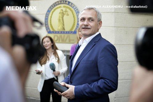 """După condamnare, Dragnea rămâne """"aproape în unanimitate"""" şef la PSD. Iohannis îi cere să se retragă"""