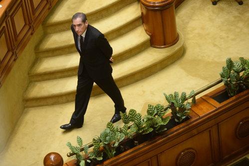 """Deputaţii i-au dat înapoi mandatul lui Petre Roman. ANI: """"Decizia este abuzivă. E un precedent periculos"""""""
