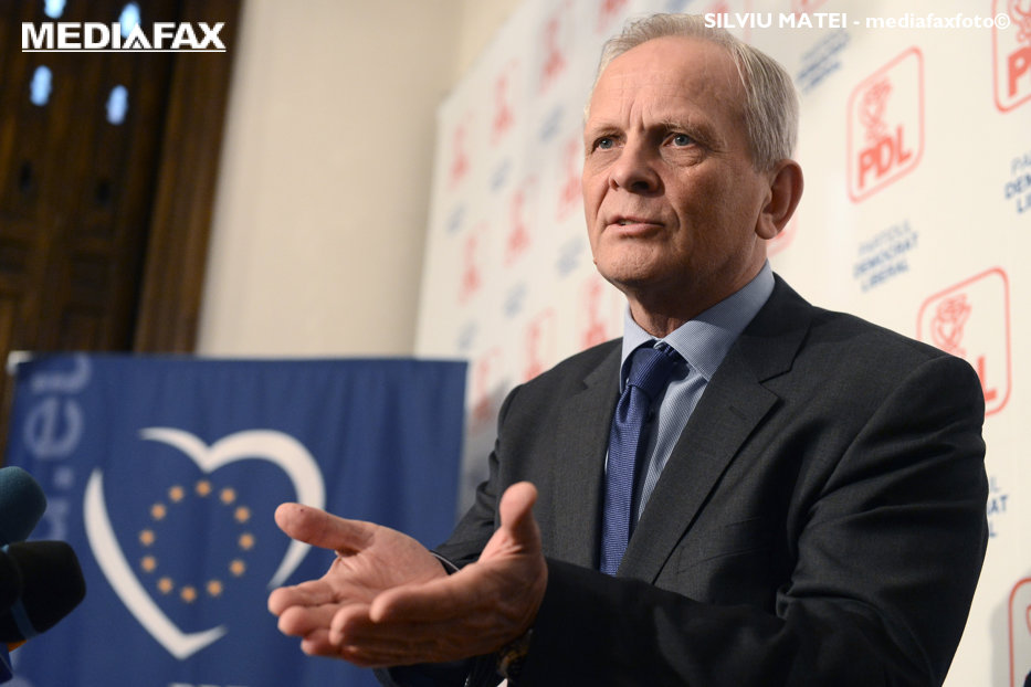 Stolojan: Nimeni nu poate veni şi impune un preşedinte în PNL, nici măcar Klaus Iohannis