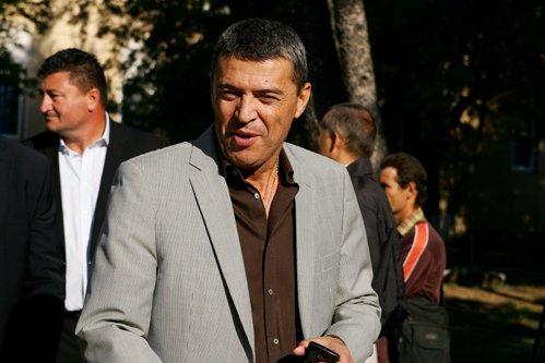 Preşedintele CJ Ilfov, Marian Petrache, acuzat de şantaj şi luare de mită: ''Demisionez din funcţiile din PNL''