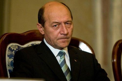 Băsescu, despre premierul Grindeanu: ''Se va prăbuşi în 2018 maxim''