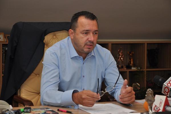 Deputatul AKM se ''autosuspendă'' pentru a nu prejudicia imaginea partidului