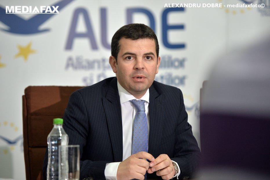 """Atac dur al unui lider local ALDE: Daniel Constantin şi """"o gaşcă din fostul PC"""" se comportă """"ca limbricii"""""""