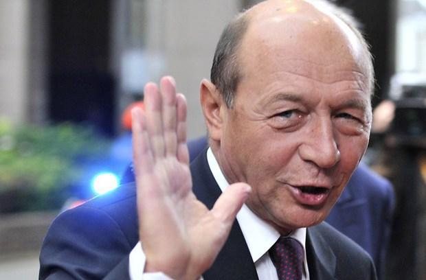 """Băsescu, ironic: """"Năstase, Geoană, Ponta, fiţi fericiţi! Dragnea vă va declara preşedinţi ai României"""""""