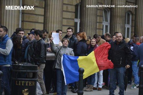 """Guvernul dă 75.000 de euro pentru un """"studiu"""" care să îi arate de ce emigrează românii şi cum îi pot fi aduşi înapoi în ţară"""