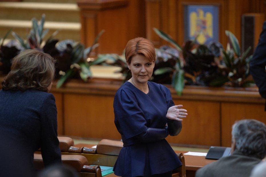 Lia Olguţa Vasilescu a depus la Senat Legea salarizării. Cine a semnat în favoarea ei