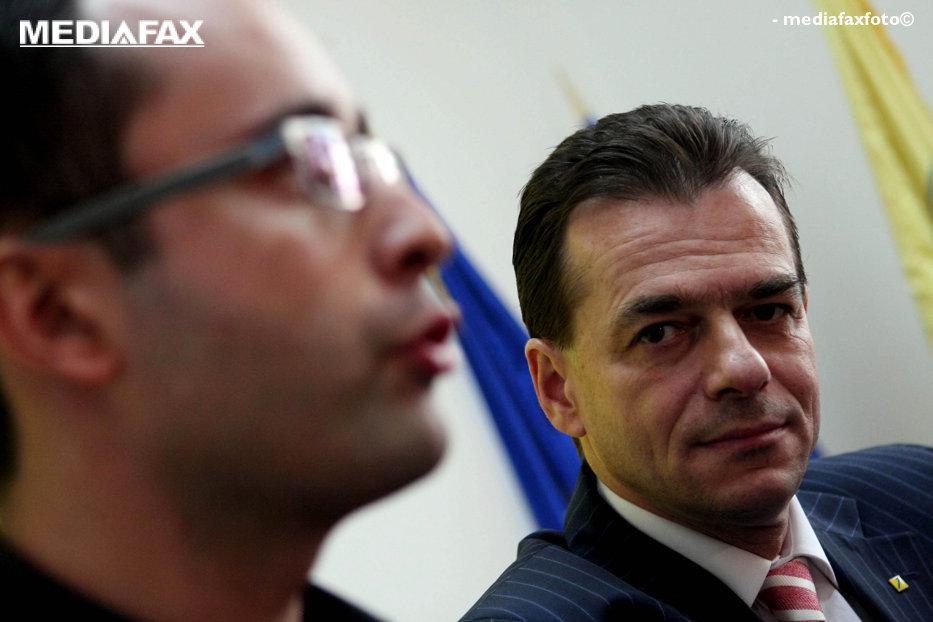 Orban şi Buşoi şi-au depus oficial candidaturile pentru şefia PNL. Care sunt promisiunile celor doi pentru a readuce partidul pe linia de plutire