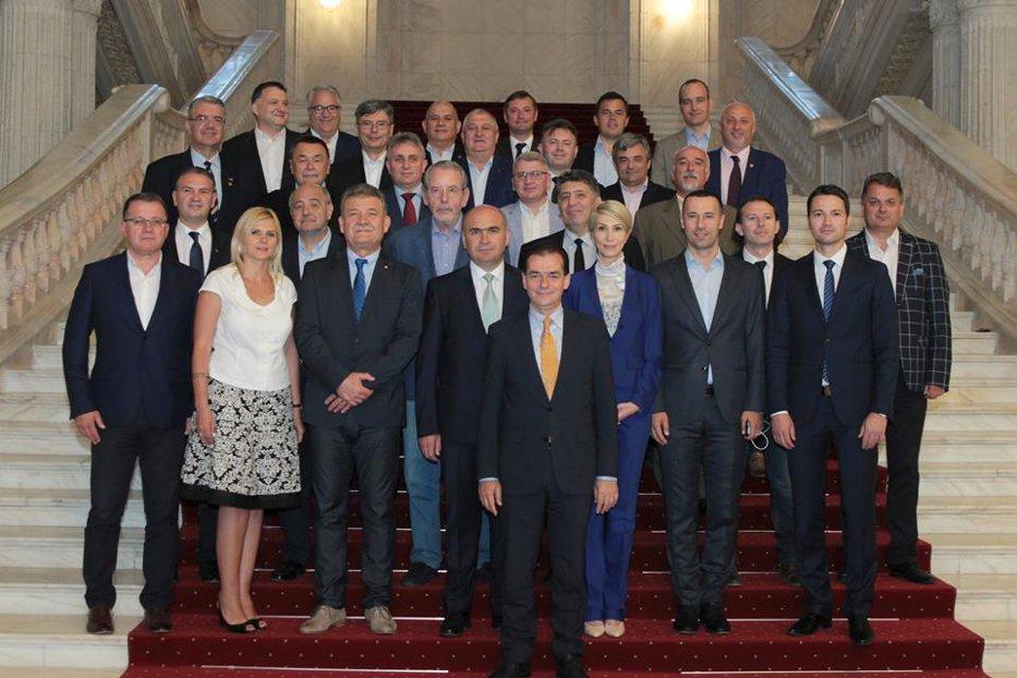 PNL şi-a ales noua conducere. Cine sunt liberalii care vin alături de Orban