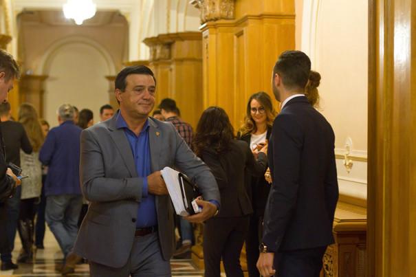 Bădălău: Peste 20 de parlamentari din alte partide consideră că moţiunea e un lucru bun şi o vor vota