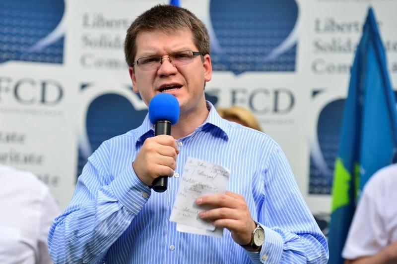 Orban i-a semnat adeziunea la PNL lui Mihail Neamţu: Nu mai recidivez, nu recit nicio poezie fascistă