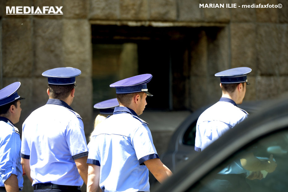 Un nou val de pensionări în MAI. Iohannis a semnat decretele pentru opt chestori de poliţie