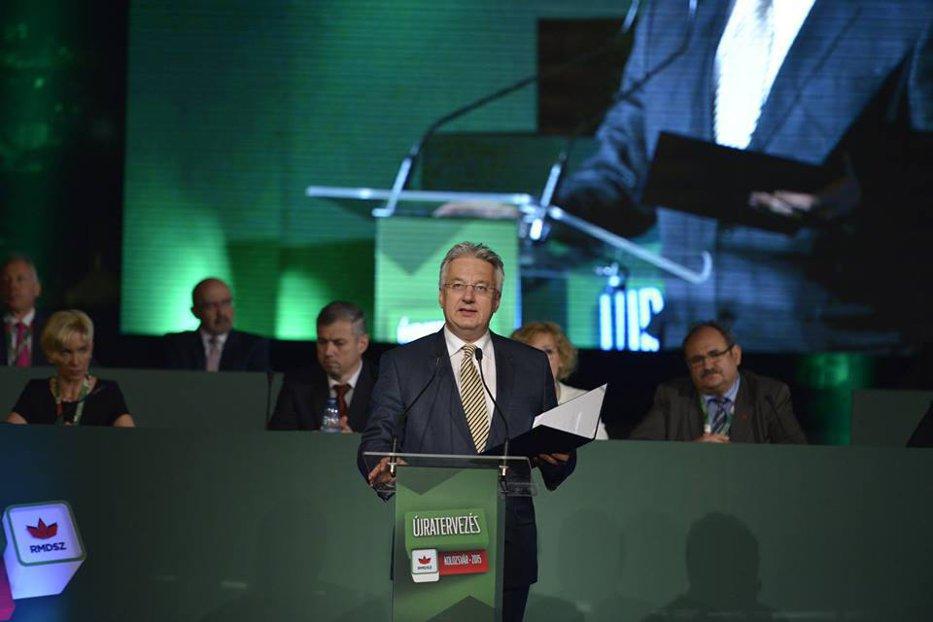 Pe motiv că maghiarii ar fi persecutaţi în România, vicepremierul Ungariei l-a premiat pe unul pe care DNA l-a trimis în judecată pentru spălare de bani