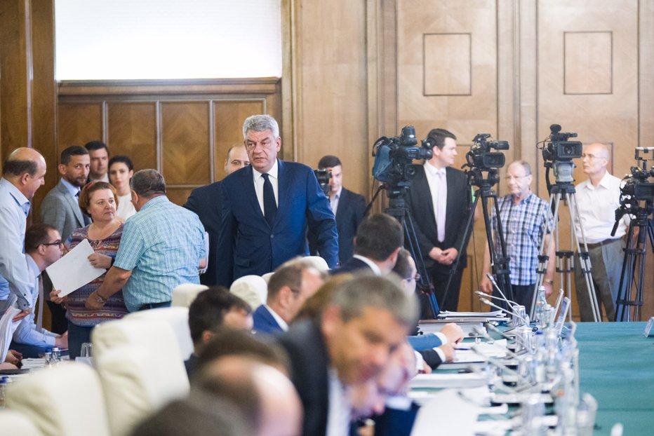 """Întâlnire de criză la Guvern. """"Excepţia"""" pentru care Tudose i-a băgat pe miniştri în şedinţă de urgenţă"""